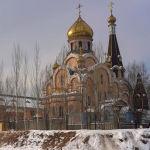 Вид на церковь Воздвижения креста Господня в Алматы
