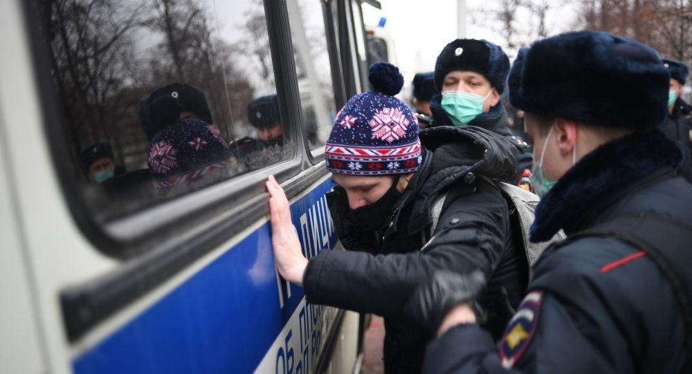 Полиция Мәскеуде Алексей Навальныйдың жақтастарын ұстап жатыр