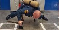 Видео тренировок пожарного с топором стало вирусным