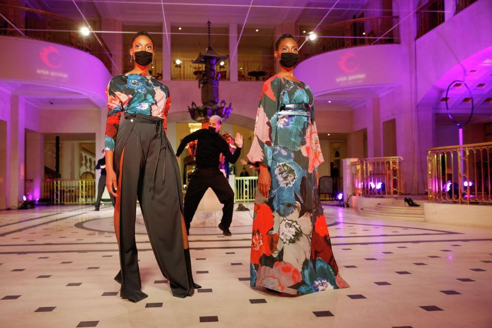 Неміс дизайнері Ани Гокельдің (Anja Gockel) 2021/22 күз-қыс топтамасында аса ашық емес түстер қолданылған.
