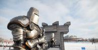 Каток, оформленный в виде замка в стиле Игры престолов в Триатлон парке