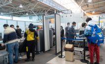 Досмотр пассажиров в зоне внутренних вылетов алматинского аэропорта