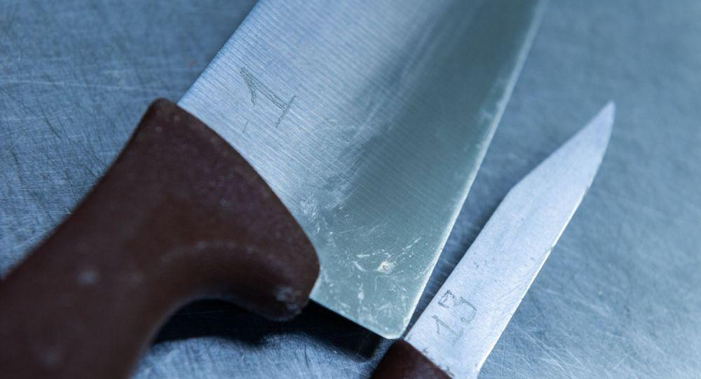 Каждый нож в цеху бортовогопитания алматинского аэропорта имеет свой личный номер и выдается и сдается сотрудникам под роспись