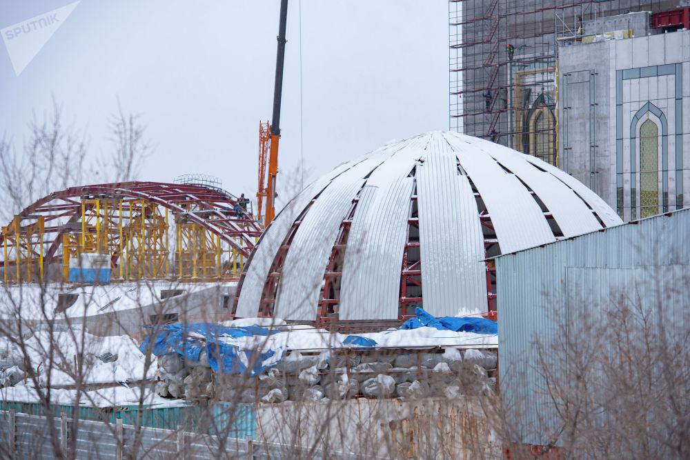 Самая большая мечеть в Казахстане строится на левом берегу столицы, рядом со сферой Нур Алем