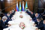 Премьер-министр Аскар Мамин провел двустороннюю встречу с председателем правительства РФ Михаилом Мишустиным