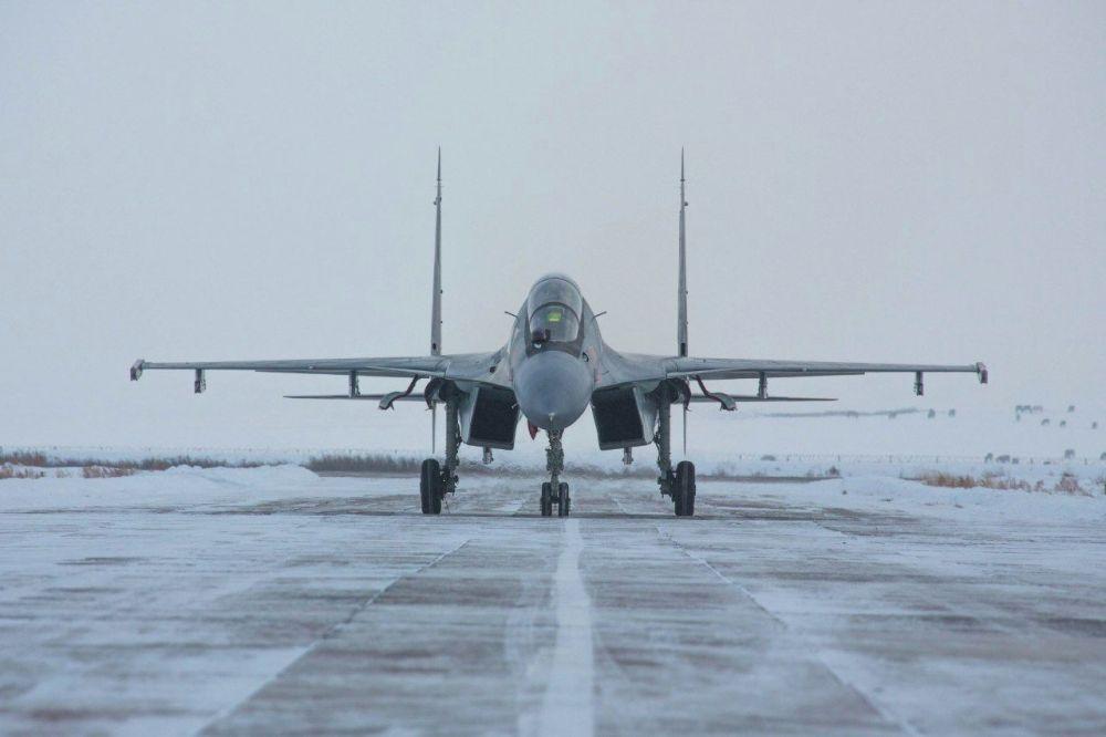 Для уничтожения воздушных целей условного противника военные летчики использовали управляемые ракеты класса «воздух- воздух», пуски которых осуществляли с самолетов Су-25 и Су-30СМ.