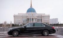 Автомобиль на площади у Акорды