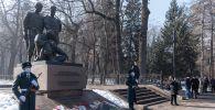 Возложение цветов к памятнику воинам-казахстанцам, погибшим в Афганистане