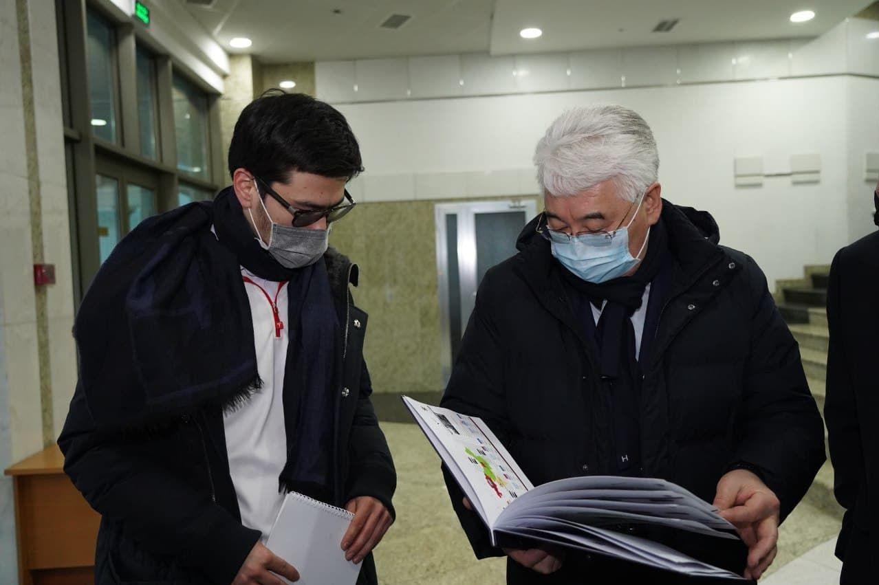 Министр Бейбит Атамкулов и изобретатель Санжар Тайжан