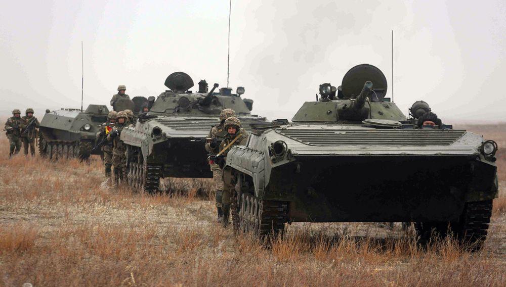 Казахстанские военные на учениях