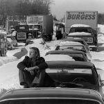 1978 жылдың ақпанында Массачусетсте қалың жауған қар салдарынан 128-ші шосседегі кептеліс.