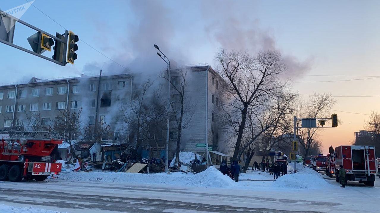 Пожар в многоэтажке после взрыва газового баллона