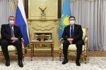 Премьер-министр Аскар Мамин и глава Роскосмоса Дмитрий Рогозин