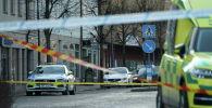 Полицейские машины дежурят на месте нападения с ножом в шведском городе Ветланде
