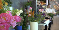 Ушли в онлайн? Что происходит в цветочных магазинах накануне 8 марта - видео