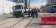 Провал грунта на дороге в Алматы