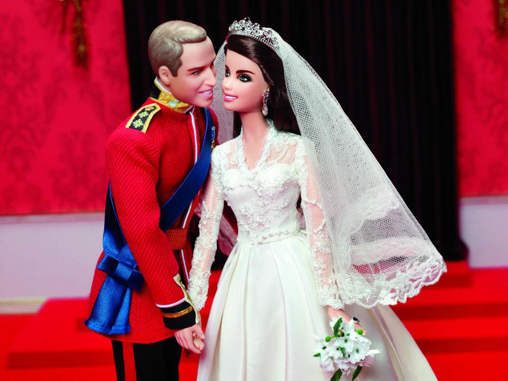 Үйлену тойы кезінде Уильям ханзада мен Кейт Миддлтон секілді киінген Barbie мен Кен қуыршақтары.