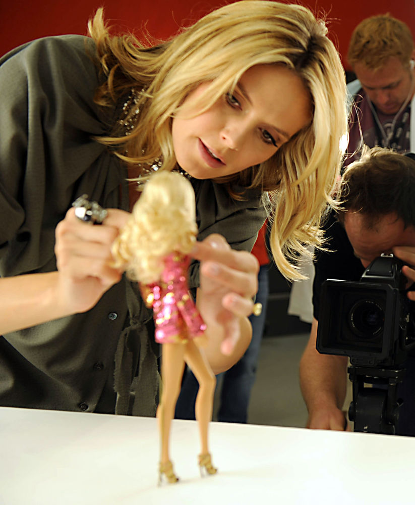 Модель Хайди Клум және өзіне ұқсатып дайындалған Barbie қуыршағы