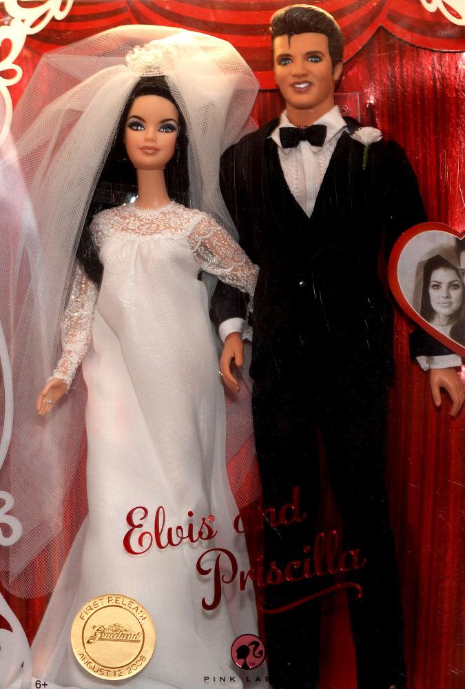 Неке қию кезіндегі Элвис пен Присцилла Пресли бейнесіндегі Barbie мен Кен қуыршақтары.