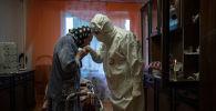 Шіркеу қызметкері Иоанн індет жұқтырған Анна Одинокованың үйінде