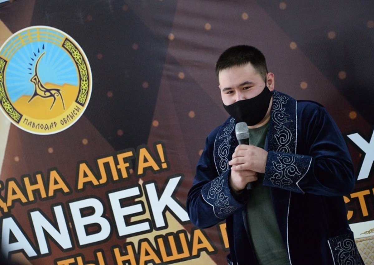Обладатель Грэмми Иманбек Зейкенов встретился с молодёжью Аксу