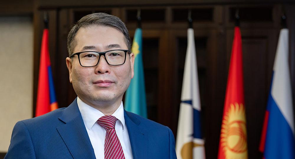 Министр по конкуренции и антимонопольному регулированию ЕЭК Арман Шаккалиев