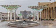 Необычные осветительные конструкции перед мавзолеем Яссауи в Туркестане