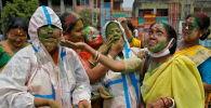 Үнді азаматтары Холи фестивалін мерекелеу кезінде, архивтегі сурет