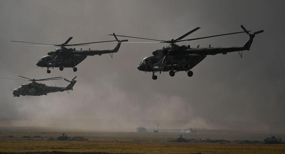 Вертолеты Ми-8 во время учений