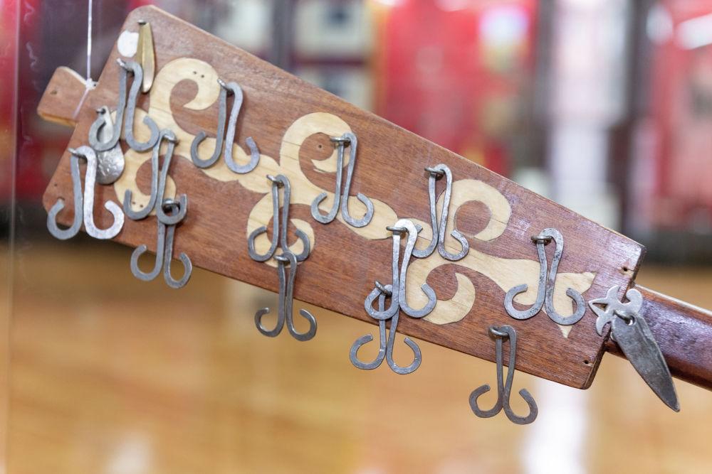 Асатаяқ – қазақ халқының ежелгі музыкалық аспабы. Асатаяқты абыздар мен бақсылар ұстаған