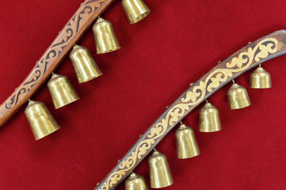 Также были популярны колокольчики, которые назывались жыланба