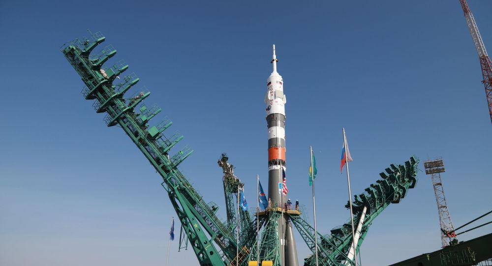 На Гагаринский старт на Байконуре установили корабль Союз МС-18