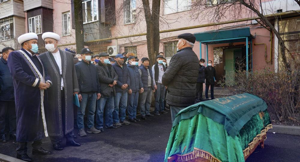 Қабдеш Жұмаділовті ақтық сапарға шығарып салуға 200-ге жуық адам жиналды