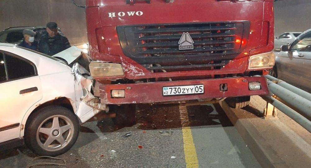 Массовое ДТП с самосвалом случилось в Алматы