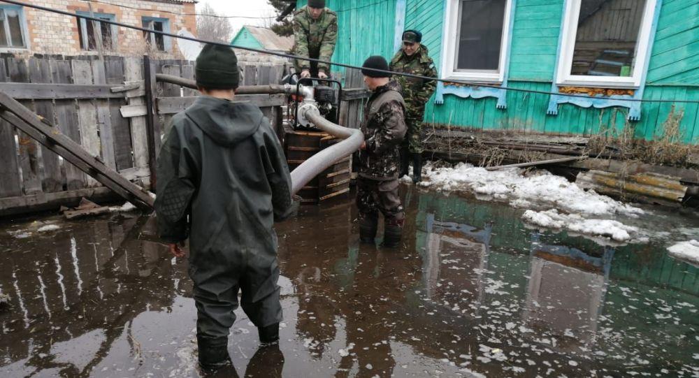 Почти 600 тысяч кубометров талых вод откачено за сутки в Казахстане