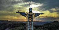 Вид на статую Христа, строящуюся в Энкантадо, штат Риу-Гранди-ду-Сул, Бразилия, 9 апреля 2021 года