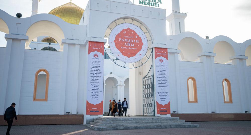 Поздравление с Рамаданом в мечети Нур-Астана