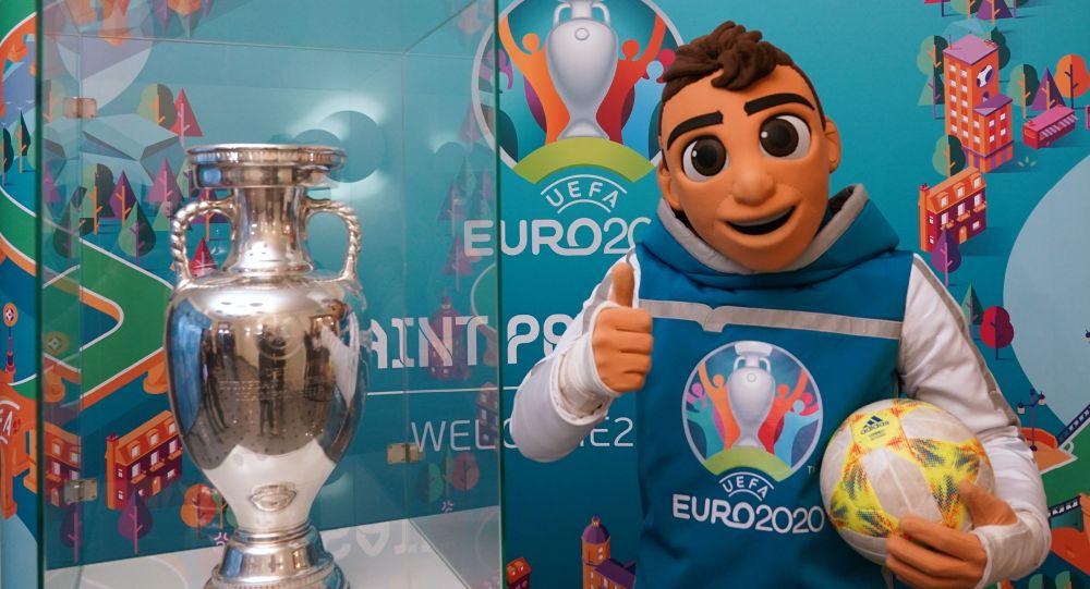 Кубок ЧЕ-2020 выставлен в здании МИД РФ