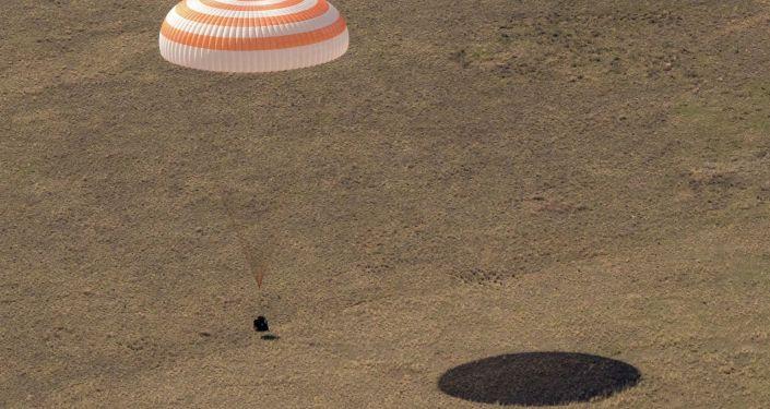 Приземление космического корабля Союз МС-17