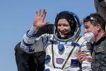 Бортинженер экипажа космического корабля Союз МС-17 Сергей Кудь-Сверчков после приземления