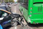 Автомобиль каршеринга врезался в автобус