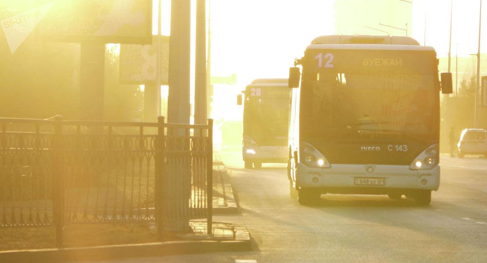Боимся заразиться: хватает ли столице автобусов в пандемию