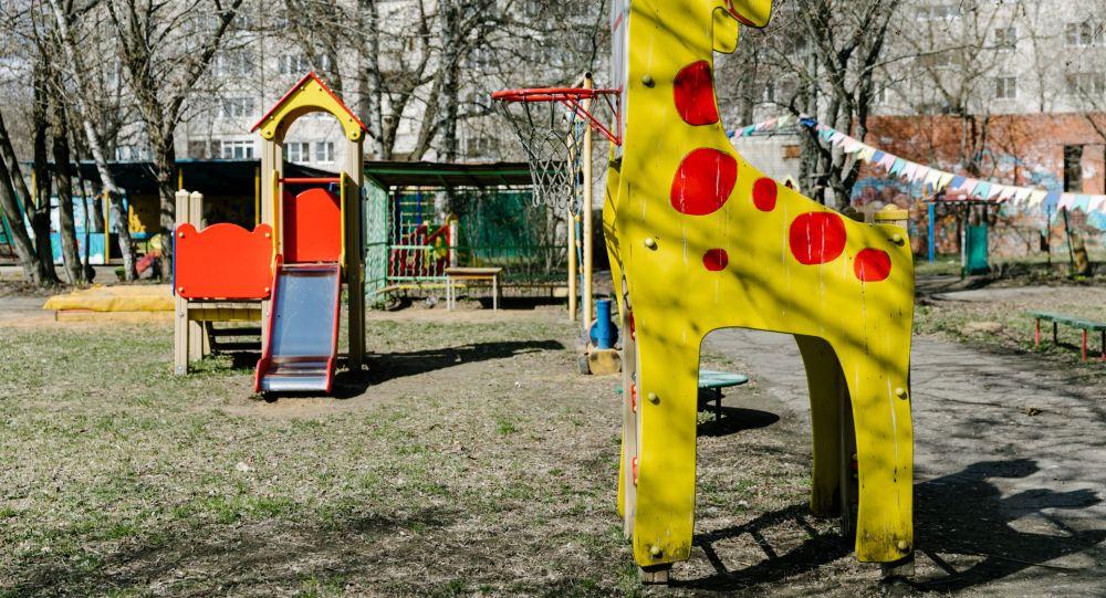 Работа дежурного детского сада, архивное фото
