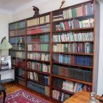 Жазушының кабинетінде 2 мыңға жуық кітап қоры сақталған