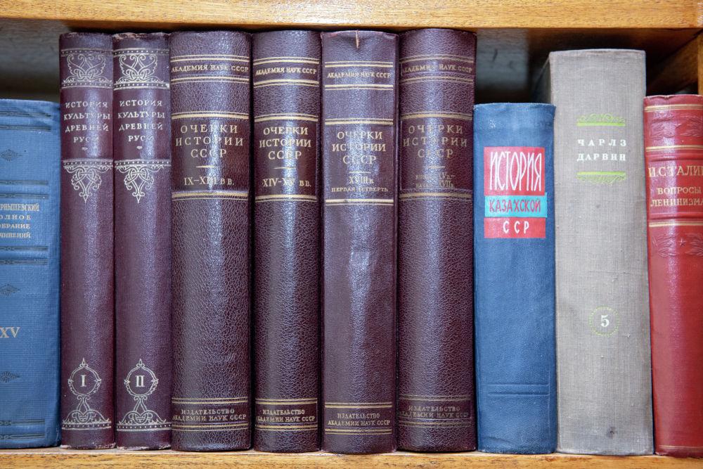 Жеке кітапханадағы кітаптар