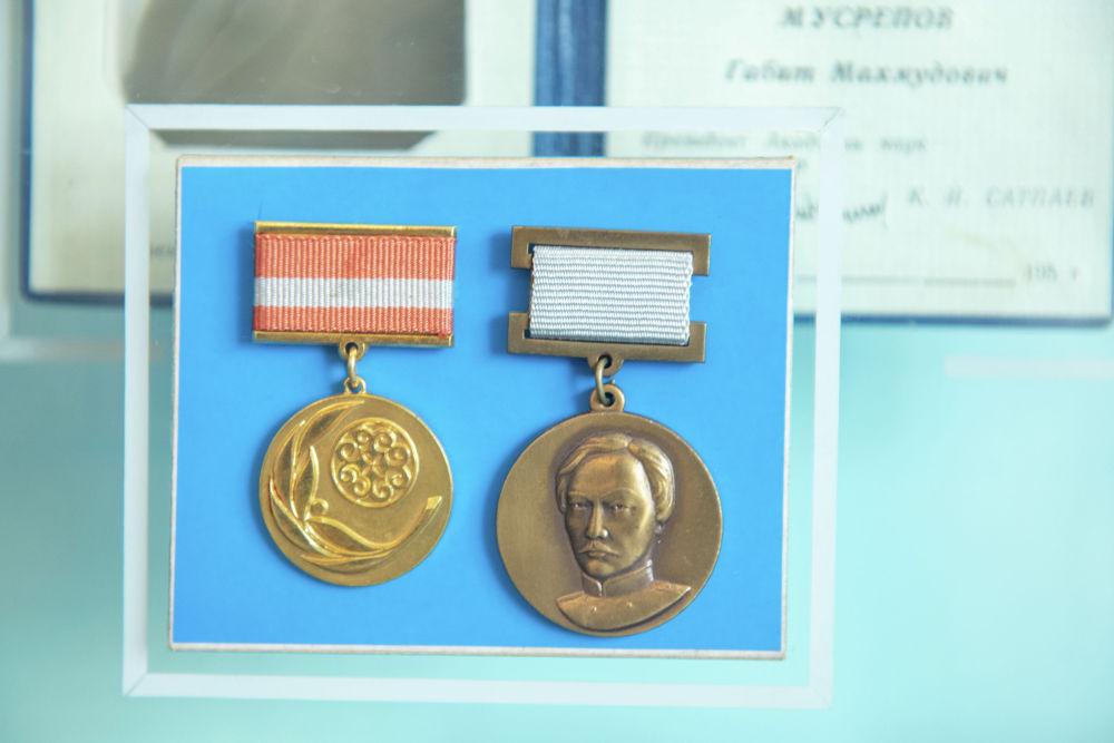 Ғабит Мүсіреповке 1968 жылы Кездеспей кеткен бір бейне кітабы үшін Абай атындағы республикалық сыйлық берілді.