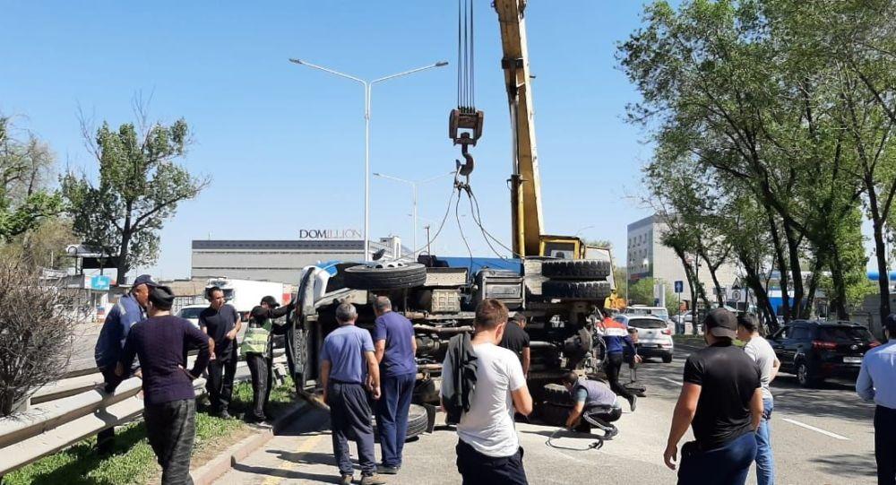 Нетрезвый водитель иномарки спровоцировал крупное ДТП в Алматы