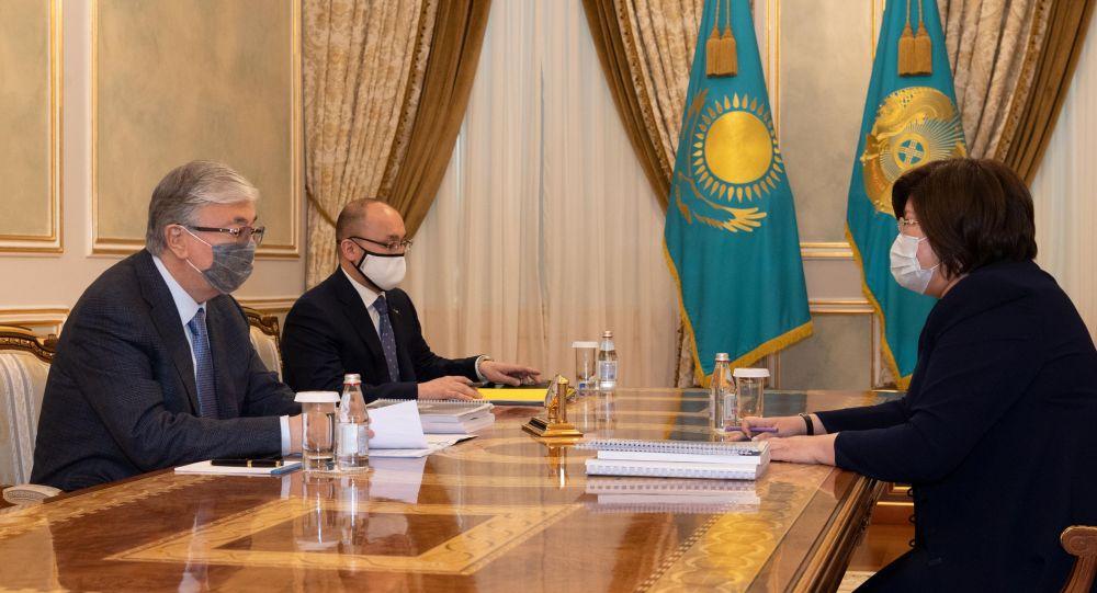Президент Казахстана Касым-Жомарт Токаев и уполномоченный по правам человека Эльвира Азимова