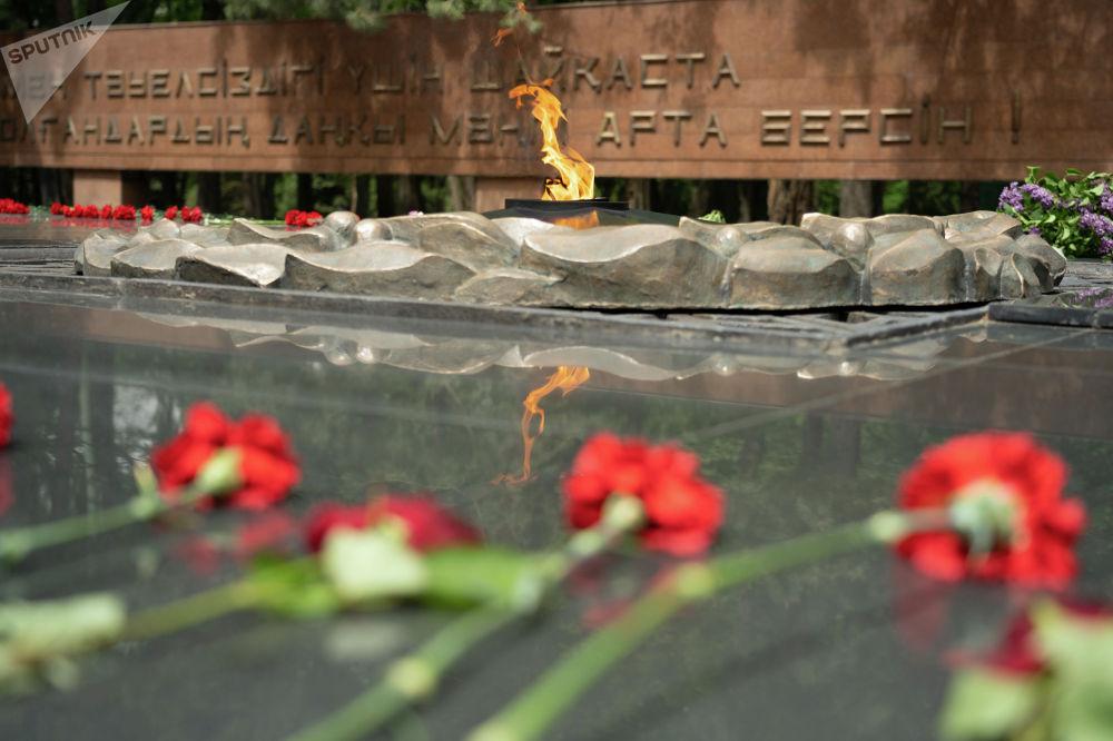 Мемориал Славы с Вечным огнем был открыт здесь 8 мая 1975 года и приурочен к 30-летию Победы в Великой Отечественной войне