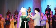 Самал Еслямовой передали награду кинофестиваля Ника